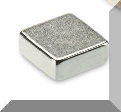 10x10x4 mm. N48 Neodym téglatest