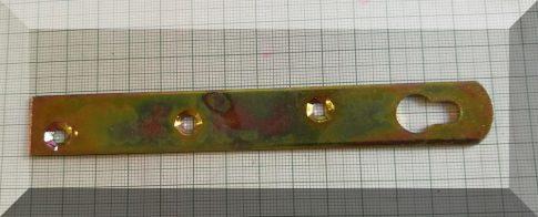 100x18x2 sárgahorganyzott ellendarab 4 furattal mágnesekhez