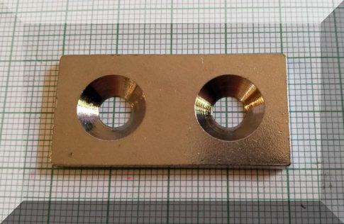 40x20x3-Fém ellendarab 2 süllyeszett furattal (nikkel)