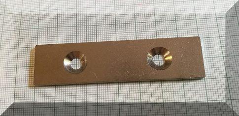 80x20x3-Fém ellendarab 2 süllyeszett furattal (nikkel)