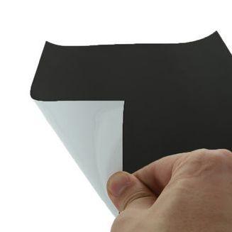 A4 méretű 210x297x0,7 mm. Táblafilccel feliratozható mágneslap. (ferrit alapú)