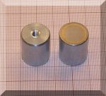 D17x20 mm-es AlNiCo POT mágnes M4-as menettel (450°C)