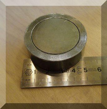 D45x15 Belső menetes M8-NdFeB betétes POT mágnes