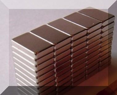 12x8x2 mm. N50 NdFeB téglatest mágnes