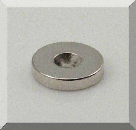 D20x4 Neodym korong mágnes furattal sülly.