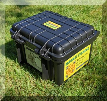 Vízmentes műanyagdoboz, fémhorgász felszereléshez. (7 literes, nagyon masszív)