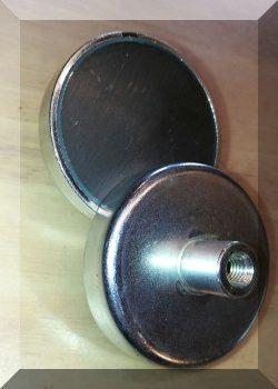 D63X14/30 POT mágnes ferrit betéttel M8 belső menetes csappal.
