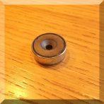 D20x6 POT mágnes ferrit betéttel, süllyesztett furattal.