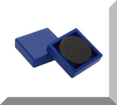 24x24x7 mm. Nagy négyzetes irodamágnes ferrit mágnes betéttel -kék