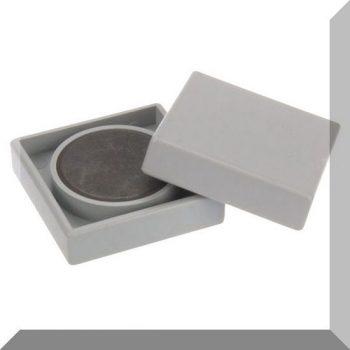 35x35x9mm. Nagy négyzetes irodamágnes ferrit mágnes betéttel - Szürke
