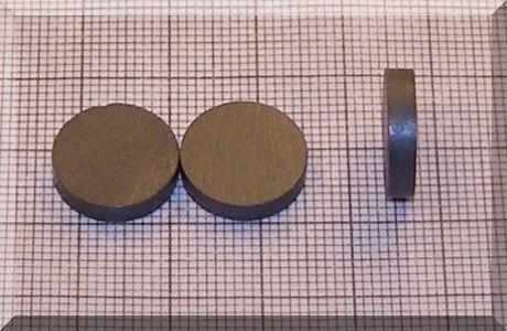 D14x3 mm. Ferrit korong mágnes