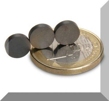 D8x2 mm. Ferrit korong mágnes