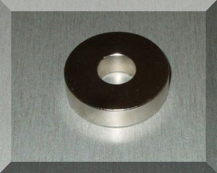 D41/15x10 mm. N38 Neodym gyűrű mágnes