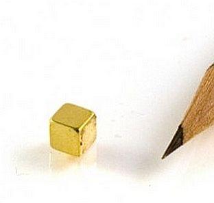 5x5x5 mm. N42 Neodymium kocka mágnes / aranyozott