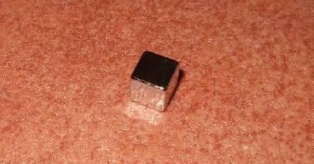 7x7x7 mm. N42 Neodymium kocka mágnes
