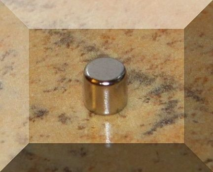 D5x4 mm. Neodym korong mágnes N38