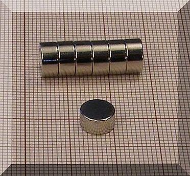 D8x4 mm. N38 NdFeB korong mágnes