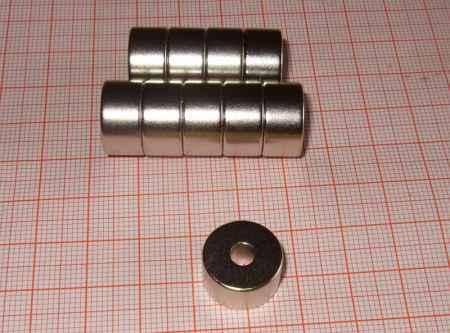 D15/4,55x8mm. N38 Neodym lyukas korong mágnes