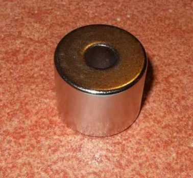 D25/D8x20 mm. N38 Neodym mágnes gyűrű