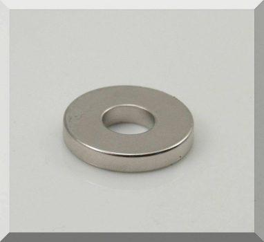 D30/d12x5 mm. N40 Gyűrű NdFeB mágnes