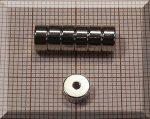 D6/1,5x3 mm. N35 Lyukas Neodym mágnes