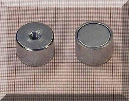 D20x13 mm. Belső M5 menetes POT mágnes NdFeB betéttel