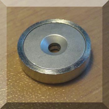 D32x8 mm. POT Neodym betétes  mágnes. Sülly. furattal
