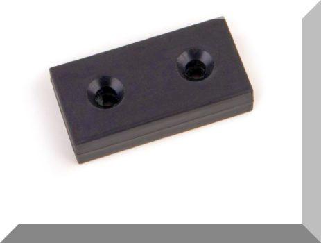 38x20x10mm. NdFeB Műanyag-bevonatos mágnes 2 süllyeszett furattal (Polipropilén) -Fekete