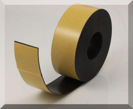 50x1,5 mm. széles öntapadós mágnesszalag