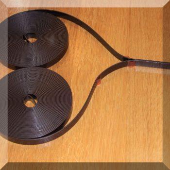 Szúnyogháló rögzítő mágnes szalag. 2*6fm. Öntapadós mágnesszalag párban.