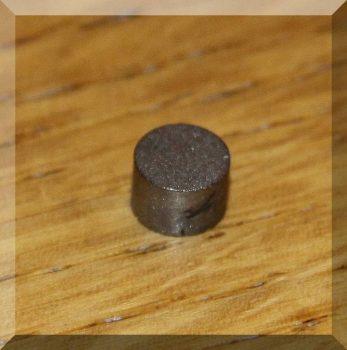 D6x4 mm. SmCo diametriális mágnes 300°C