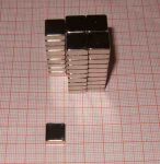 10x10x4 mm. N38 Neodym téglatest