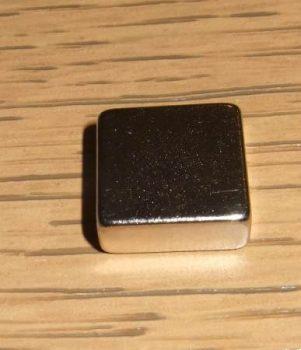 12,5x12,5x5 mm. N38 Neodym téglatest mágnes