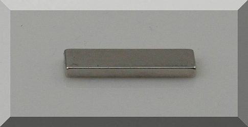 25x7x2,4 mm. N38SH Téglatest Neodym mágnes