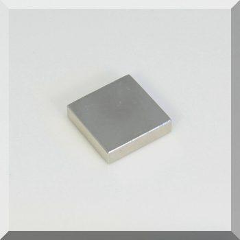 30x30x7,5 mm. N38 Neodym téglatest mágnes