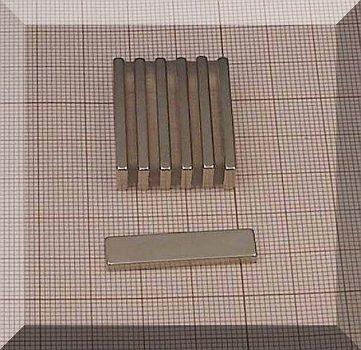 30x7x2,4 mm. N38SH téglatest Neodym mágnes