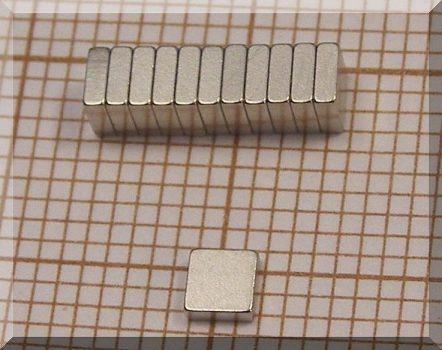 3x3x1 mm. N50 Neodym téglatest mágnes