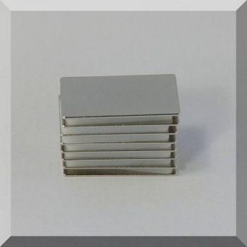 40x20x1 mm. N38 Neodym téglatest mágnes
