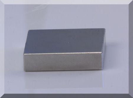 42x42x10 Neodym téglatest mágnes N38