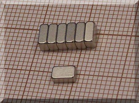 5x3x2 mm. N38SH neodym téglatest mágnes