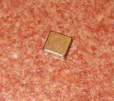 5x5x1 mm. N50 Téglatest neodym mágnes