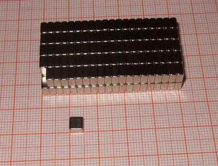 5x5x2,5 mm. N50 Neodym téglatest mágnes