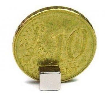 5x5x3 mm. N50 Neodym téglatest mágnes