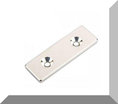 60x20x4 mm. NdFeB téglatest mágnes N35 (2db. süllyesztett furattal)