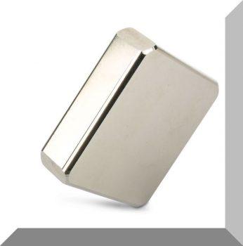 67x63,8x19 mm. Neodímium téglatest mágnes N52 Sarkított