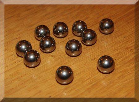 12,7 mm. átmérőjű vasgolyó (nem mágnes)