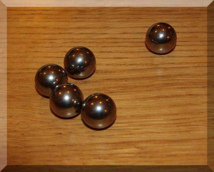 18,3 mm. átmérőjű acélgolyó (nem mágnes)
